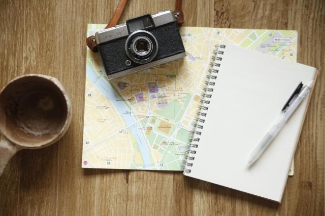 一人旅のプランを考えるイメージ