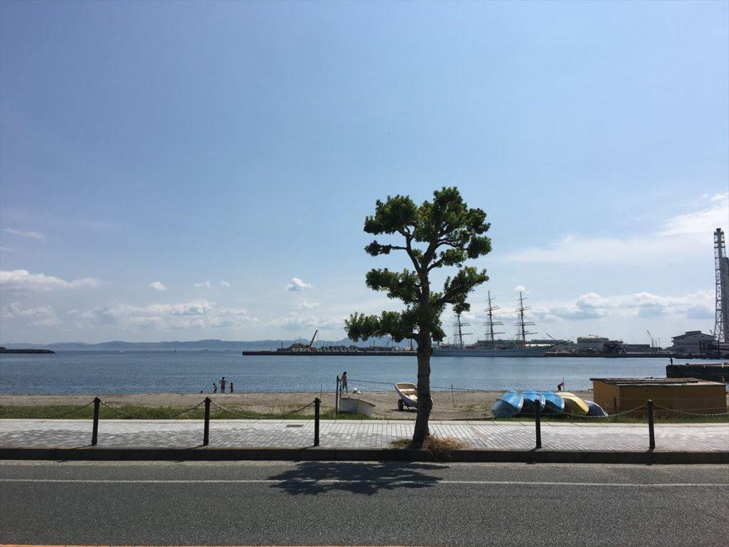 久里浜海岸がすぐそばのロケーション