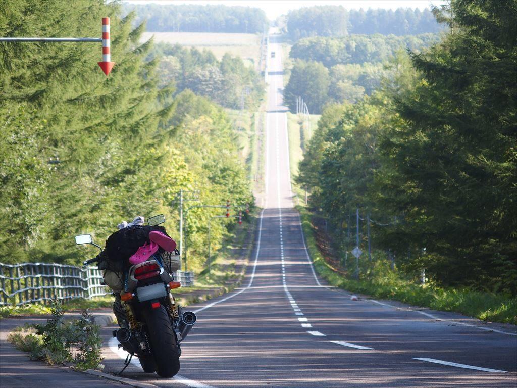 北19号線(北海道)の道とバイク(XJR1300)