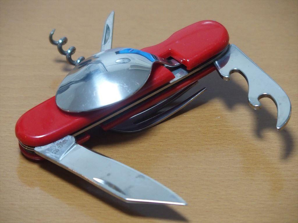 スプーンとフォーク付きの十徳ナイフ