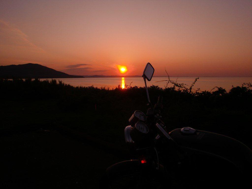 夕日とクラブマン