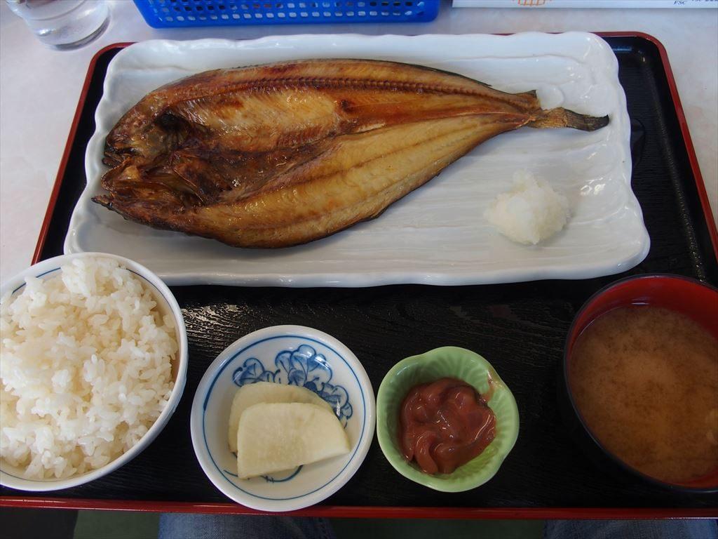ウトロ漁協婦人部のほっけ定食