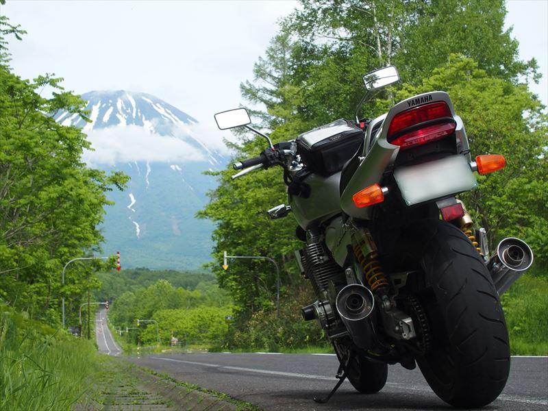 羊蹄山と北海道らしい道とバイク