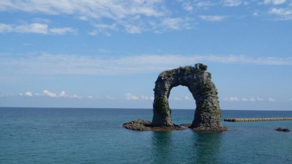奥尻島の鍋釣岩(昼)