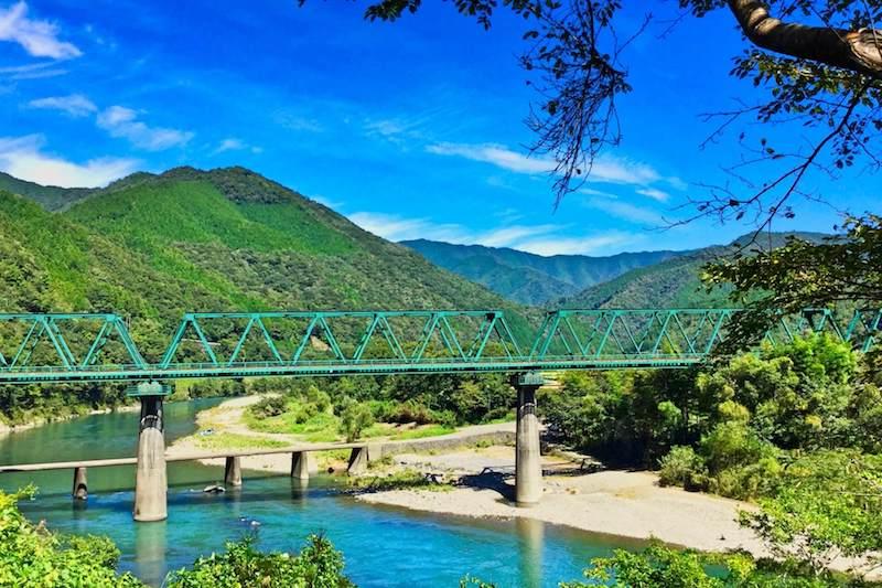 川と橋のイメージ