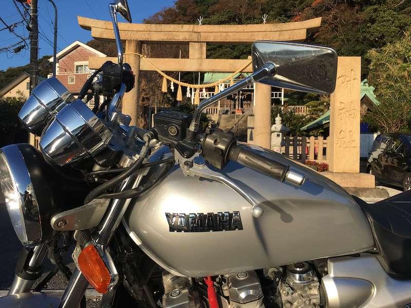 神社とバイク